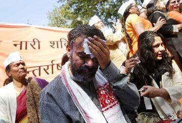 Yogendra Yadav's face smeared with ink at rally in New Delhi