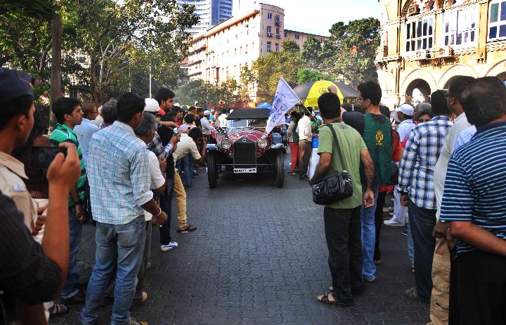 Vintage car rally in Mumbai