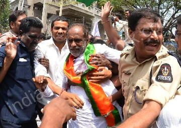 Police stops BJP workers from hoisting of Indian national flag in Hyderabad